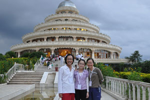 Robyn at Art of Living International Centre (Ashram) in Balangalore